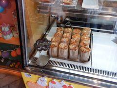 クリームの入ったシフォンケーキ。デザートに購入。美味しかったよ