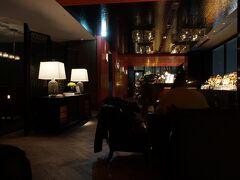 2時間ちょっとかけホテルに戻り 食事前にルーフテラスバーにきました~!  21時30分がラストオーダーなので 食事前にきました。