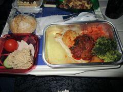 離陸後すぐに出た機内食