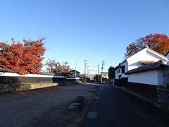 城下町小幡には旧小幡藩の武家屋敷の町並みが残っています。織田信長の次男・信雄の子孫が藩主を務めていたそうで、歴代藩主名を掲げた幟などがありました。