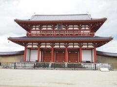 平城宮の正門・朱雀門、創建時には外国使節の送迎といった儀式が行われた由緒ある場所であります。1998年横浜ベイスターズが38年ぶりに優勝した年に復元されました。