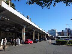 朝の新大阪駅。この日は快晴。絶好の昼飲み日和です。