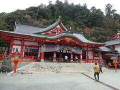 神門と同じように、神社の本殿も稲荷社らしい朱塗りが施されてます。 拝礼してからご朱印を頂戴しました。
