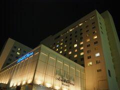 ホテルに到着したらすっかり日が沈んでいました。 本日のお宿ホテルオークラ新潟。 もちろんGo Toキャンペーン利用で、朝食付けてリバービューでふたりで1万円ぐらい。