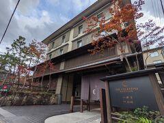 京都駅からホテルのシャトルバスで今回のお宿「ザ・セレスティン京都祇園」へ。 駅から15分くらいでした。
