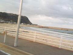 志賀島に入って来ました。 天神から一時間程で到着です。 この時点で乗客は二人になっていました。 来る時間が遅かったので、さぁ、帰りの時間は大丈夫かな。。 料金は高速走って530円!!