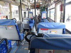 15:37 乗客一人を乗せバスが走りだしました