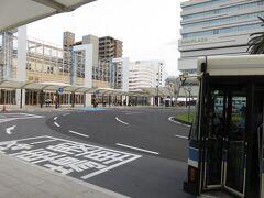 16:36 宮崎駅に来るのは12年ぶり → https://4travel.jp/travelogue/10285725 この時は一瞬外に出て「MIYAZAKI 宮崎駅」と表示された壁を写真に収めただけ 見返すとデザインが変わっています