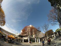 前回、全線復旧を遂げた阿武隈急行に乗って福島へやって来ました。 福島もご覧のような天気。快晴です。気持ちいい。