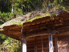 丘の中腹に鎮座するのは子安観音のお堂。  村の子供たちの安全を、江戸時代からずっと見守ってきているのだろう。