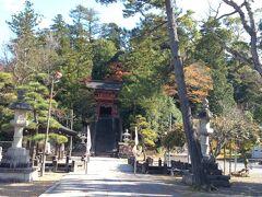 ナビに従って行ったら、たぶん大回りさせられた(-_-;) でも、電波入らんからGoogleナビも使えんし、ナビさんだけが頼りやもんね… 峰山町の『金毘羅神社』です。