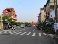 街の風景、左側の建物は元帝廟
