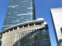 グランフロント大阪前に来ました。