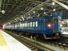 2020.11.21 富山 新幹線まで10分ほど時間があるので、在来線ホームへ。413系受け持ちの555Mが停車中。