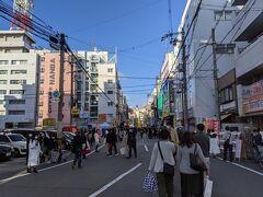 調べてみたら、ここが日本橋でんでんタウンでした。 秋葉原よりは小規模ですが街の雰囲気や客層は秋葉原と酷似していました。