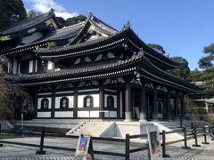 長谷寺観音堂  十一面観音立像が安置されています。ここは広徳寺よりは人が多くいました。