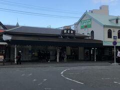 鎌倉駅北側  鎌倉駅と江ノ電が隣り合っています。江ノ電も乗りたかったのですが、時間の都合で却下。昔一度乗ってます。  次は鶴岡八幡宮に向かいます。