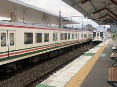 上信電鉄はいろんな電車が走ります。群馬サファリパークの絵が入った車体やら、こんな線のものだったり。。。