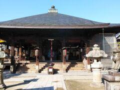 さて、駅前から散策スタート。道路を渡って最初に訪れたのはこちら、智恩寺。 808年創建の臨済宗妙心寺派の寺院である。日本三文殊のひとつで、知恵を授ける神様が祀られている。 先ほどの智恵の輪も、文殊を祀る寺の近くに設置されていたことが由来となり、智恵が授かるといわれるようになったようだ。