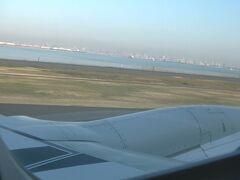 D滑走路 (runway05)2500×60mから離陸しました。