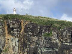 西崎灯台が見えます。