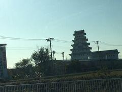 豊田城  茨城県常総市 以前も見たことがあって平成4年にできたそう。 お城~  地域交流センターになっているようです。  何もない平野にポツンとあるお城を見ながら帰りました。