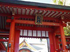 青島の中央に鎮座する青島神社を参拝。山幸海幸神話に登場する神々が祀られています。