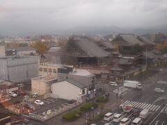 おはよーございます。 2日目の朝です。 カーテンを開けたら、部屋から西本願寺が見えました。