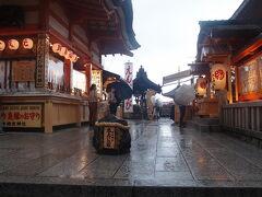 雨が止み始めたので、徒なりの地主神社に行きます。