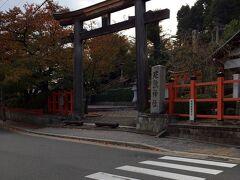 駅にいったん戻り、荷物をコインロッカーに預け、大徳寺に行くつもりが、バスがなかなか来ず、拝観する時間がなくなってしまいました。 このままタクシーに乗るのも悔しいので、建勲神社にお参り。