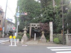 自由が丘方面へと歩いて5分もしない場所にあるのが奥澤神社