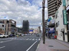 そして迷路のような小さなアーケード商店街をいくつか通り抜け、大きな通りに出てくると、かなり倉敷駅の近くまで来ていました。  昔はこんな道だったのかなぁ、と面白かったです。