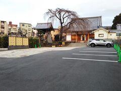 そして、徒歩数分の場所にあるのが「長命寺」☆ 一本の枝垂桜が目印です☆  この時期は咲いていませんが、時期になるときれいに桜が咲くそうです☆