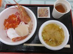 青森のっけ丼・・・「魚菜センター」でいただくチケット制の「のっけ丼」  自分好みにリーズナブルな旬素材、トッピングしてオリジナルのマイ丼作れるのが魅力です