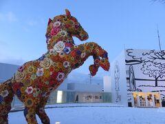 十和田市現代美術館・・・ワクワクする現代アート体感  館内にたたずむだけで世界が変わる  そんな不思議なアートの世界に迷い込みます  美術館の外のアート広場にも楽しい作品が一杯並んでいます
