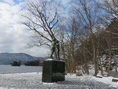 乙女の像・・・詩人で彫刻家の高村幸太郎の最後の作品  十和田湖のシンボルとして知られ、湖畔にたたずむ2体の像に大いなる力強さとたくましさ感じました