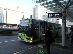 翌朝、静岡駅前から始発バスに乗車。約1時間40分の長時間移動です。