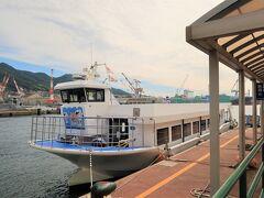時間になるとガイドさんがやってきて船まで案内してくれました。