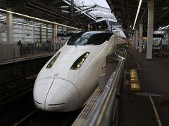 鹿児島中央で迎えた朝、天気は小雨でした。 鹿児島中央駅7:32発の新幹線で熊本を目指します。  みんなの九州きっぷは特急のほか新幹線にも乗れるので1本目からその恩恵にあずかります。
