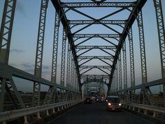 国道1号線  長良川にかかる 古い橋ですが 横に仮設の橋を作ってるけど 古い橋は壊されちゃうのかな?