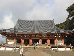醍醐寺に到着すると晴れてきました。 醍醐寺の本堂である金堂。 国宝です。 醍醐寺は世界遺産にもなっています。
