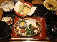 醍醐寺から地下鉄・醍醐駅に戻り、ここから南禅寺へ向かいます。 ここでランチに南禅寺の湯豆腐の定食を。