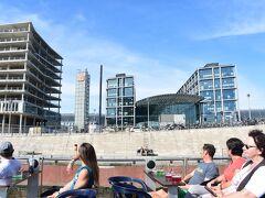 <シュプレー川遊覧船>  ベルリン中央駅の前も通りました。