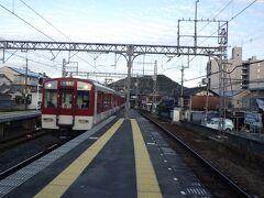 近鉄橿原神宮前駅。 畝傍山を背景に。 旅に出ると乗り物の写真を撮りたくなる。 子供のころの癖かな。