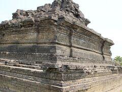 チャンディ・シンサガーリは、中央の霊廟のみが残っている。