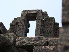 チャンディ・ジャゴの上部。当時の物語の浮彫が残されている遺跡。仏教とヒンドゥーが共存していた検証の遺跡