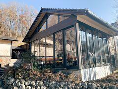 温泉で温まったら温泉の目の前にある浅間カフェへ ガラス張りの小さなカフェです