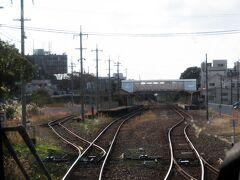 駅に到着。 先ほどの江の川に沿って、三次まで三江線が走っていましたが、2018年で廃止に。乗っておきたかった。