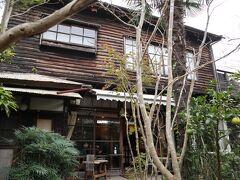 12:50  東慶寺からすぐの路地を入ったところにある「喫茶ミンカ」  名前の通り、「民家」がカフェになっている。