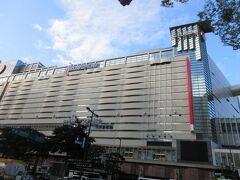いよいよ旅の最終日 「西鉄ホテル・ソラリア」を出発して天神駅に向かいます。